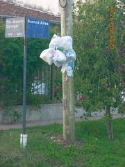 Residuos Ezpeleta en CVQ009 (Cooperativa de Vivienda Quilmes) Tags: de quilmes contenedores vivienda residuos coooperativa covelia