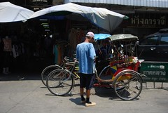 Samlor trishaw outside Talat Waroros Market (avlxyz) Tags: travel holiday thailand market chiangmai rickshaw trishaw warorotmarket saamlaw talatwarorot sahmlor warorosmarket talatwaroros shmlr samlw
