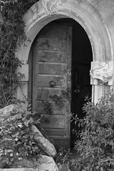 Entrata principale (Little Margie) Tags: campania case 1980 benevento rovine vicoli desolazione paese terremoto apicevecchia