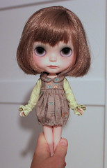 (Aya_27) Tags: white sol doll dress sewing bee handsewn mywork blythe custom petite sleeves ruffle dollie inhand dressbyme vainilladolly creayations