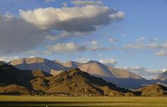 Tibetan town Zangzang in a Mountain Landscape. (reurinkjan) Tags: nature tar 2011 tibetautonomousregion  janreurink tibetanplateaubtogang tibet tibetthelandofsnows tibetthecountryoffrost natureofphenomenachoskyidbyings landscapesceneryrichuyulljongsrichuynjong naturerangbyungrangjung weathernamshi  tsanglatowesterntibet ngamringcounty landscapepictureyulljongsrimoynjongrimo landscapeyulljongsynjong earthandwaternaturalenvironmentsachu tibetanlandscapepicture northlato tibetofthreeprovinces zangzangtown