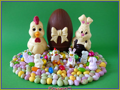 LEGO MINIFIGURES : HAPPY EASTER! JOYEUSES PAQUES! (02) (COLLECTOR FIGURES) Tags: en guy bunny chicken easter happy lego 7 9 suit series série lapin poulet minifigure pâques minifigures lhomme déguisé joyeuses