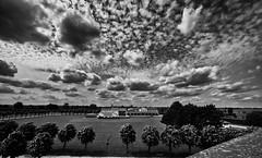 Archologischer Park  Xanten (efgepe) Tags: 2016 mai xanten park archologischerpark bw sw schwarzweiss blackwhite wolken clouds silverefexpro weitwinkel nik lightroom sigma1020mm1456dc