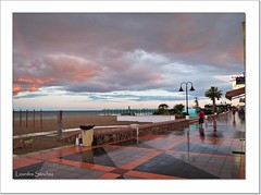 El paseo tras la lluvia (Lourdes S.C.) Tags: costa atardecer playa paseo nubes cielos reflejos nwn costamediterrnea