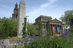 Harris and Cenotaph in Preston (Tony Worrall Foto) Tags: county uk summer england urban building monument nature architecture stream tour open place northwest unitedkingdom country north may visit location lancashire urbannature area preston cenotaph build northern update built attraction lancs harrismuseum welovethenorth