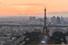 Paris en HDR (pourkoiaps) Tags: sky cloud sun paris soleil cityscape eiffeltower ladefense ciel toureiffel monuments nuage goldhour 85mmf18afs nikond750