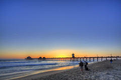 sunset photographers (Eric 5D Mark III) Tags: california longexposure sunset people usa color beach canon landscape photography pier twilight photographer unitedstates atmosphere wideangle orangecounty huntingtonbeach tone ericlo tse17mmf4l eos5dmarkiii