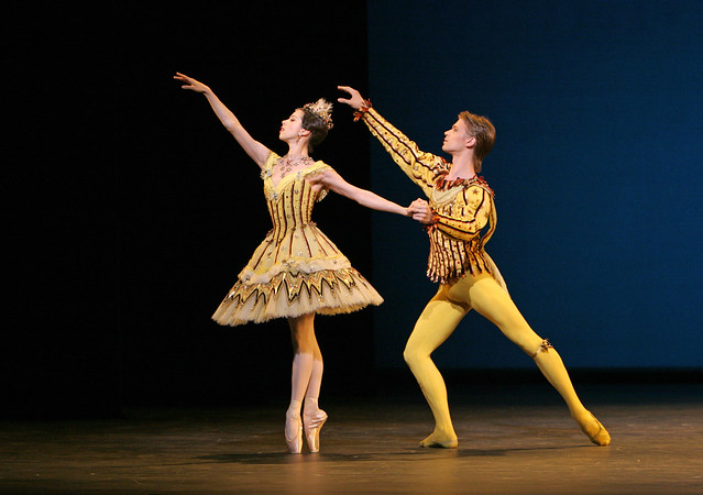 Jaimie Tapper and Rupert Pennefather in Birthday Offering © Dee Conway/ROH 2006