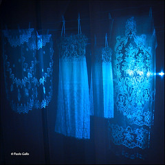 Qualcosa c'era (Le foto di Altrove) Tags: shadow lace ombra cloth tablecloth tovaglia pizzo sottoveste paologallo
