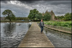 _DSC3332_b Paul on the walkway at Inverleith Park (busb) Tags: uk psp scotland nikon edinburgh raw walkway hdr 2470mm pdh photomatix busb hdrfromasingleraw d700 cnx2 pauldehavilland
