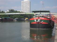 BASSIN DE LA VILLETTE (marsupilami92) Tags: paris france frankreich ledefrance bateau 75 bassindelavillette passerelle 19emearrondissement