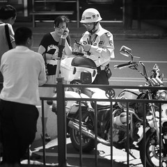 OOPS! Dear I really didn't do it!! (Dai Luo) Tags: life china street leica people blackandwhite bw white black bicycle suzhou fuji shanghai voigtlander 28mm streetphotography fujifilm times tones manualfocus f28 greyscale southchina 75mm xpro1 smilechina leica28mmf28manual focusstreetstreetphotographycandidchinesepeoplegraindepth fielddoflifedaily lifenational geographicphotographyasiasouth asiachanging