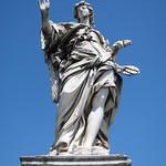 "Statue <a style=""margin-left:10px; font-size:0.8em;"" href=""http://www.flickr.com/photos/14315427@N00/7315624444/"" target=""_blank"">@flickr</a>"