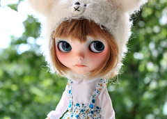 little sunshine (Aya_27) Tags: white doll sad dress sweet handsewn mywork blythe lovely custom dollie inhand dressbyme vainilladolly mimsyhat
