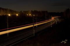 Tget avgende frn Nykvarn #5-2 (George The Photographer) Tags: november lights se sweden sj bro rc resa abb infrastruktur lok ljus ka skymning nykvarn staket tg asea jrnvg kvll sdermanland spr samhlle kontaktledning banverket gatlykta nattbild eftermiddag avgende statensjrnvgar hgspnning ljusspr ankommande gatlampa tidigt rclok gatlysen spromrde stjrnklart gatlyse daginovember