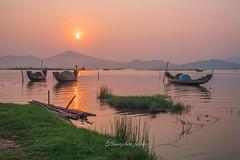 _U1H0687 Cau Hai Lagoon 0516 (HUONGBEO PHOTO) Tags: morning sunrise landscape asian asia outdoor lagoon fishingboats sunbeam huế bìnhminh ngoàitrời sángsớm canoneos1dsmark3 olympuszuiko24mmf28 cảnhquan thuyềnđánhcá đầmcầuhai phátamgiang phongcảnhhuế
