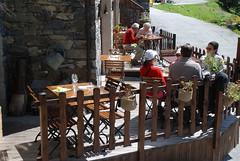 terrasse t saint martin de belleville (lejardindejosephine) Tags: restaurant terrasse ete lesmenuires les3vallees saintmartindebelleville savoiemontblanc