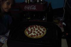 Jime, esperando la pizza (Xic Eseyosoyese (Juan Antonio)) Tags: mexicana canon la is interior powershot nia pizza bonita su esperando sobrina ya casi jimena pedacito sx170