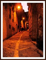 Amor al final del camino .. (3) (margabel2010) Tags: rojo pareja ventanas dibujo nocturnas farolas calles piedra parejas tarazona focos callesempedradas imagennocturna callemedieval callespeatonales