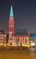 Alte Nikolaikirche (stephan.hickisch) Tags: city light red urban green night germany evening frankfurt main financial oldchurch metropole rmerberg altenikolaikirche
