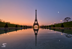 Parisian watch (A.G. Photographe) Tags: morning moon fish paris france reflection lune sunrise french nikon raw eiffeltower eiffel fisheye reflet reflect toureiffel champdemars ag nikkor fx 16mm hdr parisian matin anto pari