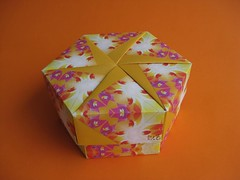 Hexagon Box with six-petal pinwheel by Tomoko FUSE (esli24) Tags: origami with box hexagon pinwheel schachtel tomokofuse sixpetal papierfalten hexagonalbox sechseckschachtel esli24