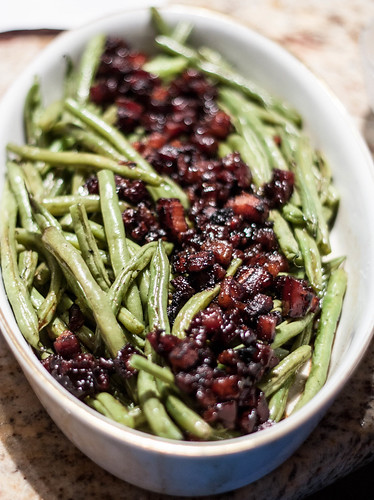 green beans with candied bacon