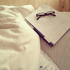 مذاكرة الفجر، الله يكون بالعون. (Seema =)) Tags: valencia square glasses bed studying دراسة مذاكرة iphoneography