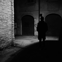 nouvelle vague (Emiliano Grusovin) Tags: street city shadow blackandwhite bw hat silhouette night strada mood sony ombra highcontrast evil bn pancake alpha cinematic 16mm f28 notte biancoenero cappello filmnoir città altocontrasto mirrorless nex3
