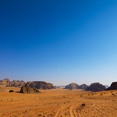 Desert Landscape At Wadi Rum, Jordan (Eric Lafforgue) Tags: travel mountain nature rock horizontal landscape outdoors photography day desert wadirum middleeast dry bluesky nobody nopeople panoramic jordan 101 arabia remote copyspace barren scenics jordanien middleeastern jordanie jordania rockformation tranquilscene telawrence  giordania colorimage famousplace  hashemitekingdomofjordan  jordani rdn alurdun aridclimate jordnia  yordania colourpicture  iordania   jordnsko