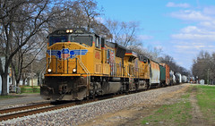 MPRAS passing thru the North End (HighHor$epower) Tags: sd70m peoriaroad up4986 upmpras