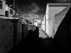 Ale / Alley, Fleetwood (Rhisiart Hincks) Tags: england urban bw town alley shadows lancashire tai housing townscape fleetwood lloegr cysgodion treflun duagwyn tref ombras tiez sirgaerhirfryn itzalak kr skeudo dubharan