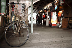 Bicycle at Yuraku Concourse (Eric Flexyourhead) Tags: old city urban bike bicycle japan tokyo worn  weathered  patina chiyodaku yurakucho chiyoda   mamachari  yurakuconcourse  charinko olympusep1 panasoniclumix20mmf17