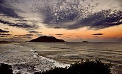 cu pedrento, chuva ou vento... (Lus Condessa) Tags: brazil beach brasil mar florianpolis santacatarina santinho wow1 wow2 costodosantinho greaterphotographers