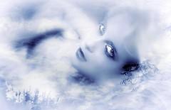 Desde este celestial destello donde nadan tus ojos y la nada los dibuja, hoy oigo a mi corazn... (conejo721*) Tags: argentina amor ojos cielo texturas palabras mardelplata poesa poema sentimientos rostrodemujer conejo721