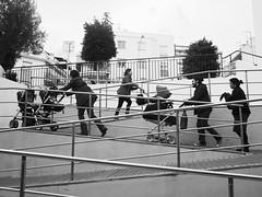 Les nouveaux électeurs (L'imaGiraphe) Tags: street family famille baby children spain ben humour nb espana barbara parent hd catalunya cathy procession rue enfant extérieur espagne sitges bébé