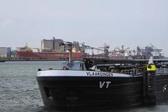 Vlaardingen (Peet de Rouw) Tags: holland port barge vt vlaardingen bunkers peet europoort portofrotterdam calandkanaal denachtdienst bunkerboot peetderouw wachtsteigers