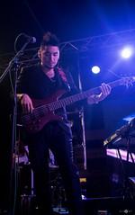 (Elas Valverde F.) Tags: blue people music night canon lights bass stage violet guitars carnaval shows concerts amarilla sudamerica vocal bassman guitarman nochedebrujas santacruzdelasierra scenari joemontana piso21