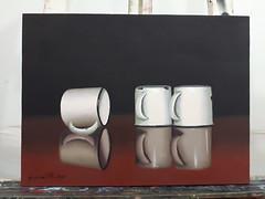Quadro xcaras (JaqueBatista) Tags: luz branco sombra preto minimalismo reflexo realismo fundo sobre roa leo tela esmalte xcaras