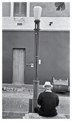 Solo (JOSEAN GOMEZ) Tags: urban men blancoynegro 35mm blackwhite arquitectura oldsanjuan streetphotography d76 textures sidewalk analogue texturas viejosanjuan adoquines lightroom rangefinders fotocallejera industar22 fotografiacallejera negativo35mm films35mm epsonperfectionv500scanner aristapremium400 oldsanjuanstreets silverefexpro2
