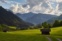 Mountains and Green (Markus Finke Blickfelder.com) Tags: mountains color green nature grass sunshine clouds austria sterreich availablelight sony natur meadow wiese wolken berge grn alpen alpha farbe farbig sonnenschein 7s vorhandeneslicht blickfeldercom