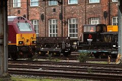 Little And Large... (marcus.45111) Tags: rain train flickr diesel railway skip thunderbird canondslr eastcoastmainline 2016 flickruk dbc class67 canoncameras 67024 canon1100d wabtecengineering