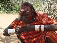 Massai beim Feuer entfachen (sabine1955) Tags: rot afrika massai kenia