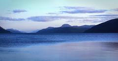 Loch Ness (Masse de pixels) Tags: mountain lake water monster montagne landscape scotland soleil eau lock lac paysage ness lockness monstre ecosse