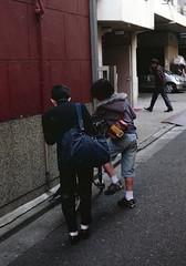 神保町 立ち止まる子どもたち Chiyoda-ku, Tokyo (ymtrx79g ( Activity stop)) Tags: street color slr film bicycle japan analog tokyo 35mmfilm fujifilm 東京 135 chiyodaku industar jinbocho 自転車 街 jimbocho 神保町 写真 千代田区 銀塩 フィルム fujicast801 industar50250mmf35 stopandwait fujicolor記録用100 停止待機 201202blog