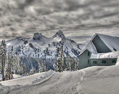 Paradise Lodge (Cocoabiscuit) Tags: snow cold nationalpark rainier mtrainier d300 18200mm cocoabiscuit