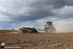 (Deschamps productions) Tags: tractor caterpillar cultivator challenger cultivation tracteur smaragd stubble gigant lemken dchaumage chenillard mt765b dchaumeur