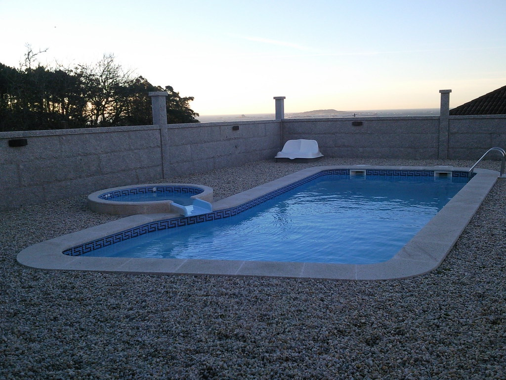 The world 39 s newest photos of piscina and poliester for Piscinas romanas