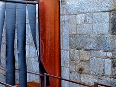 a hora azul #3... (bruce grant) Tags: parede corrimão easternstatepenitentiary entardecer borracha tiras azulazula