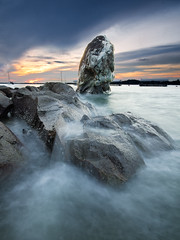 The Great Wash (Scholesville) Tags: longexposure sunset sea seascape colors twilight nikon rocks az rush bluehour changi rockscape nd09 rgnd quackdamnyou scholesville rgnd09